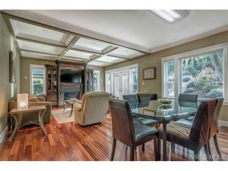 Photo 5: 3831 South Valley Dr in VICTORIA: SW Strawberry Vale House for sale (Saanich West)  : MLS®# 693485
