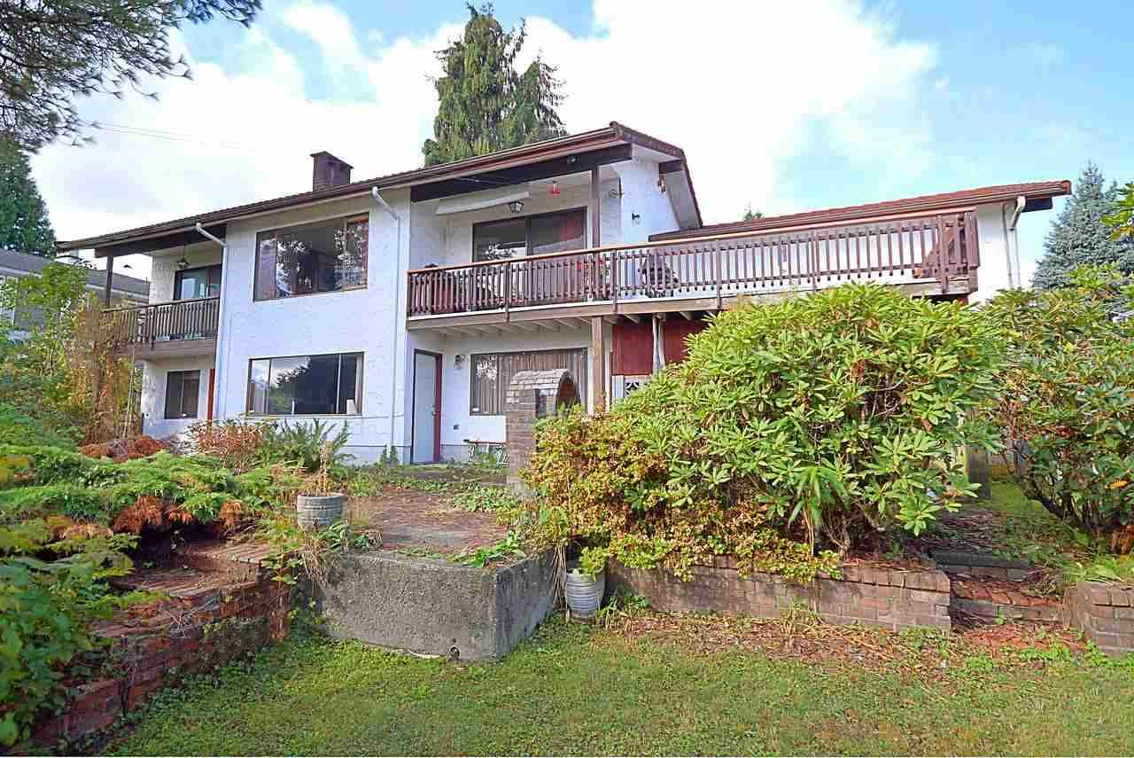 """Photo 3: Photos: 3033 STARLIGHT Way in Coquitlam: Ranch Park House for sale in """"RANCH PARK"""" : MLS®# R2208211"""