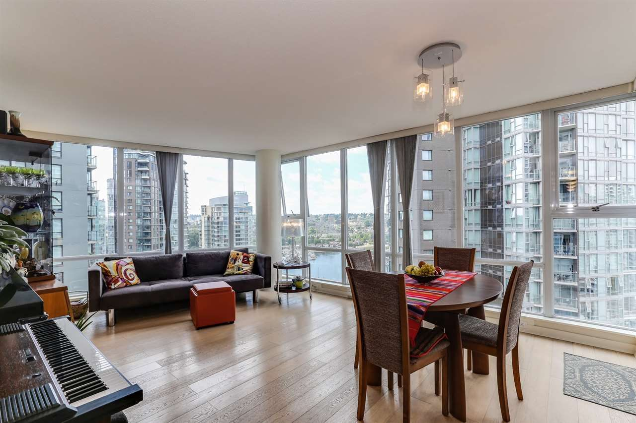 """Main Photo: 2302 550 PACIFIC Street in Vancouver: Yaletown Condo for sale in """"AQUA AT THE PARK"""" (Vancouver West)  : MLS®# R2383341"""