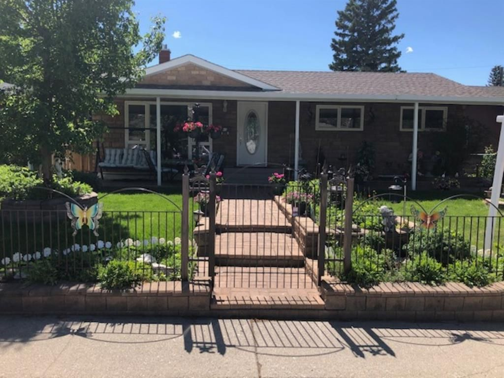 Main Photo: 45 Foxwell Road SE in Calgary: Fairview Detached for sale : MLS®# A1118870