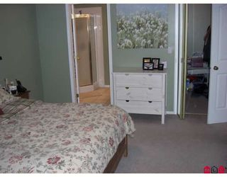 """Photo 6: 34224 FRASER Street in Abbotsford: Central Abbotsford House for sale in """"QUIET FRASER ST."""" : MLS®# F2831972"""