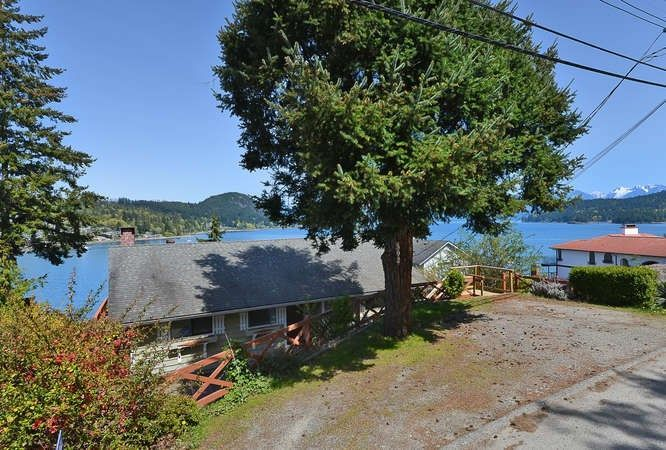 Photo 2: Photos: 392 SKYLINE Drive in Gibsons: Gibsons & Area House for sale (Sunshine Coast)  : MLS®# R2238412