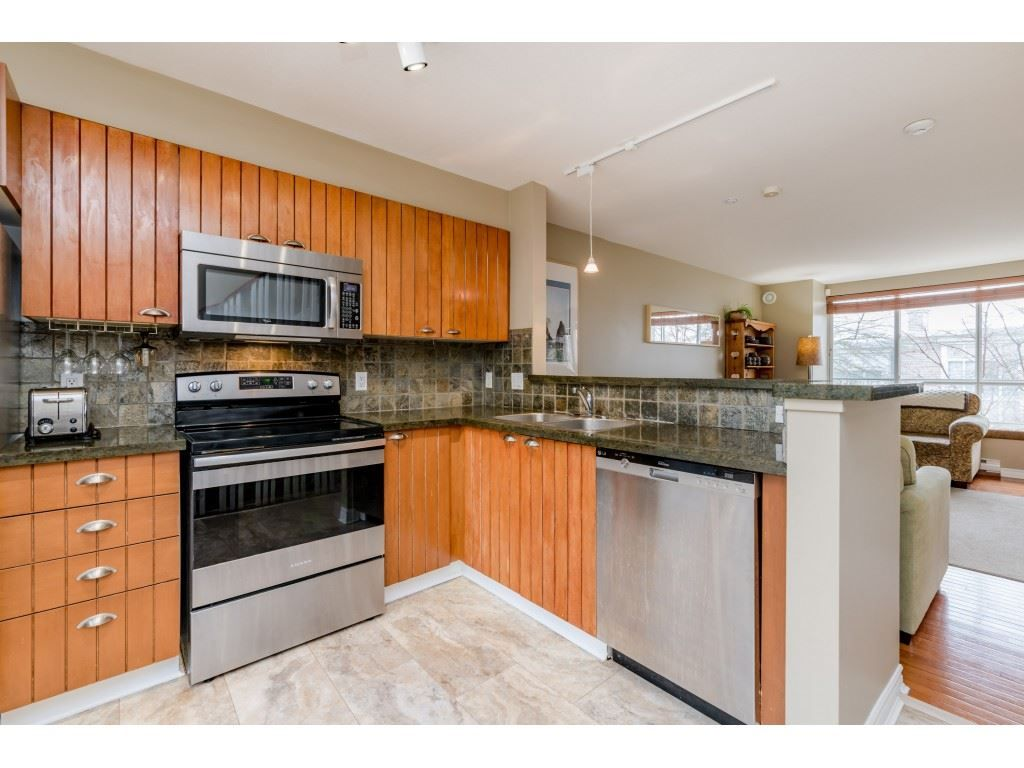 Photo 9: Photos: 6771 VILLAGE GRN in Burnaby: Highgate Townhouse for sale (Burnaby South)  : MLS®# R2439799