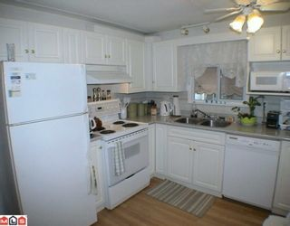 "Photo 3: 24 9080 198TH Street in Langley: Walnut Grove Manufactured Home for sale in ""FOREST GREEN ESTATES"" : MLS®# F1003077"
