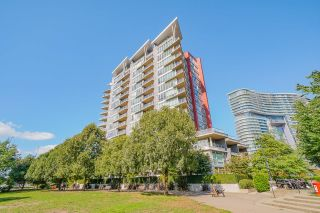 """Photo 1: 805 980 COOPERAGE Way in Vancouver: Yaletown Condo for sale in """"COOPERS POINTE by Concord Pacific"""" (Vancouver West)  : MLS®# R2614161"""