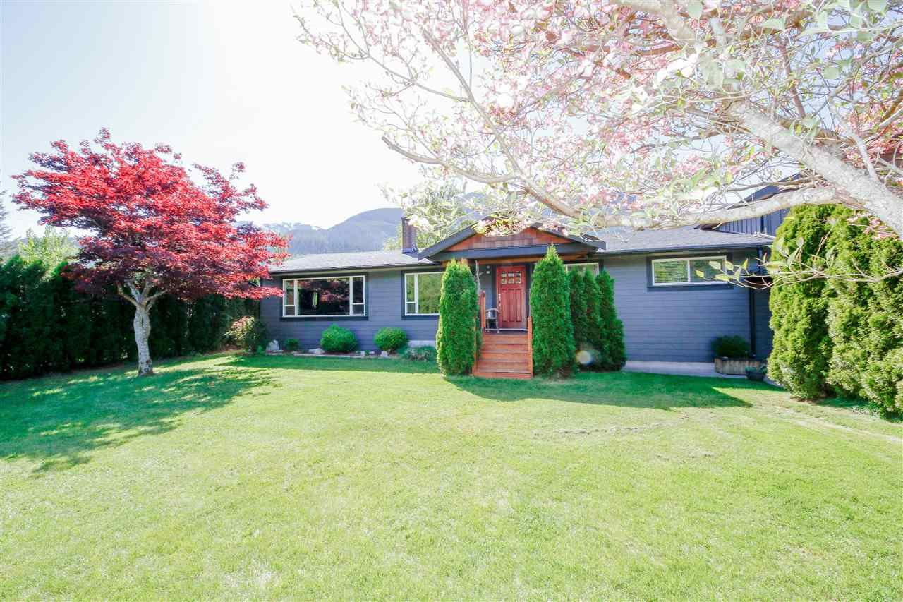 Main Photo: 41521 GRANT Road in Squamish: Brackendale House for sale : MLS®# R2442206