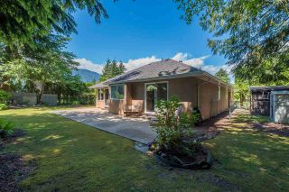 Photo 3: 65641 GARDNER Drive in Hope: Hope Kawkawa Lake House for sale : MLS®# R2377110