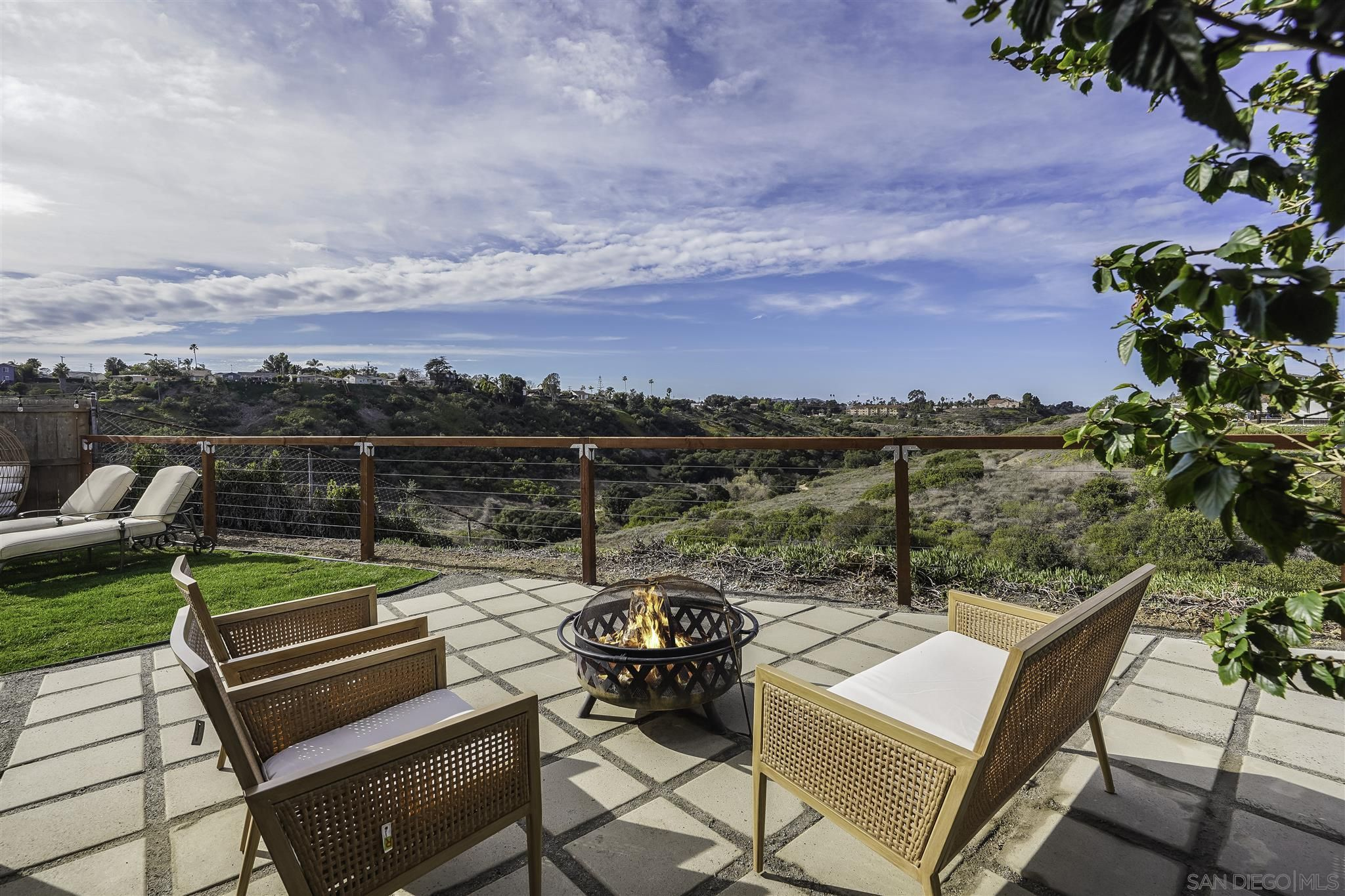 Main Photo: CLAIREMONT House for sale : 4 bedrooms : 3708 Mt Almagosa Place in San Diego