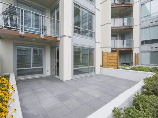 """Photo 10: 104 1768 GILMORE Avenue in Burnaby: Brentwood Park Condo for sale in """"Escala"""" (Burnaby North)  : MLS®# R2398729"""