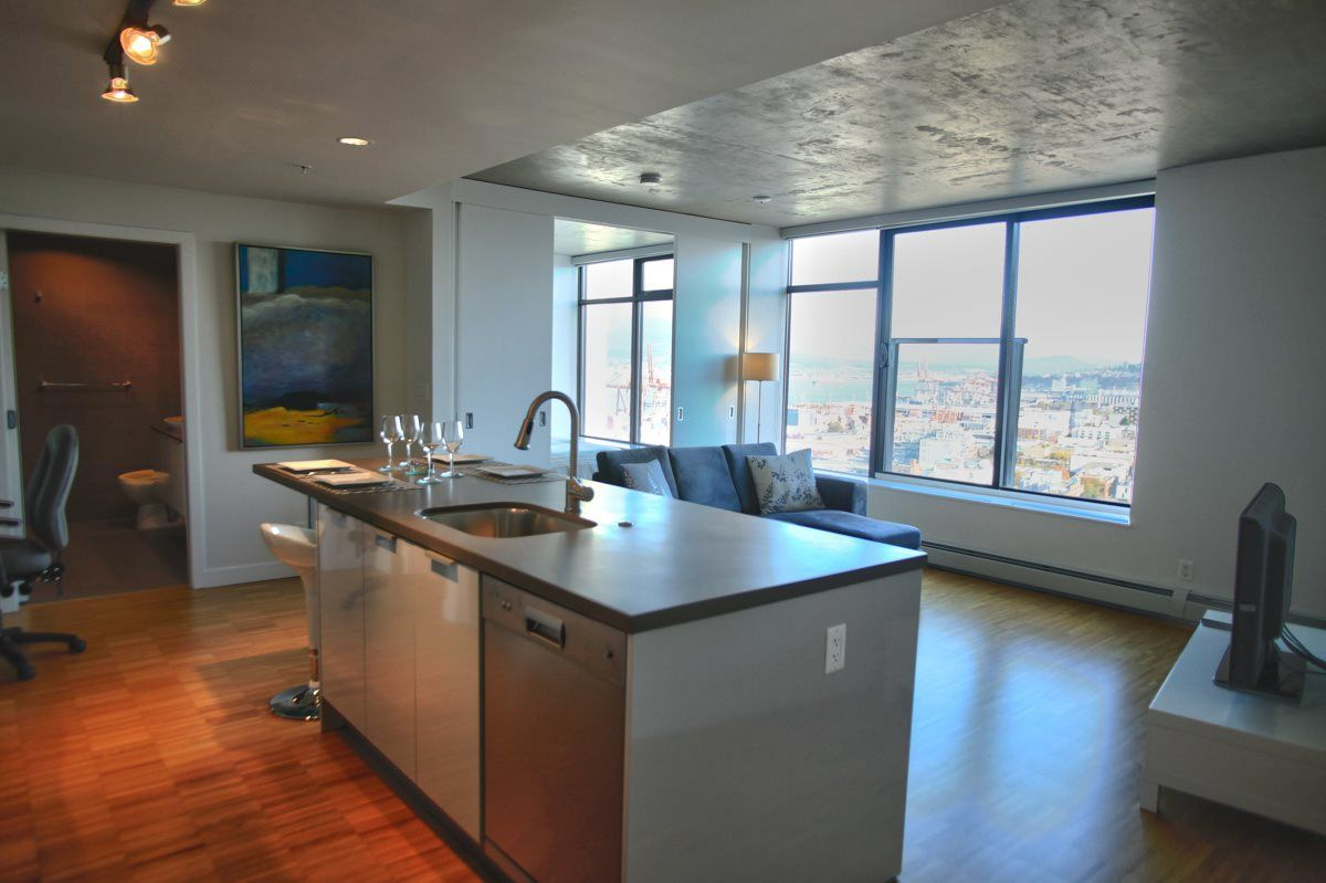 """Main Photo: 2703 108 W CORDOVA Street in Vancouver: Downtown VW Condo for sale in """"Woodwards"""" (Vancouver West)  : MLS®# R2068284"""