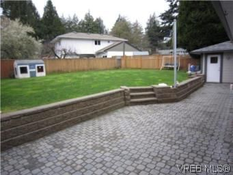 Photo 14: Photos: 569 Langholme Dr in VICTORIA: Co Wishart North House for sale (Colwood)  : MLS®# 528948