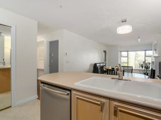 Photo 10: 308 988 West 54th Avenue in Hawthorne House: South Cambie Home for sale ()  : MLS®# R2040205