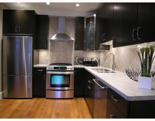Photo 3: 2868 SPRUCE Street in Vancouver: Fairview VW Townhouse for sale (Vancouver West)  : MLS®# V694898