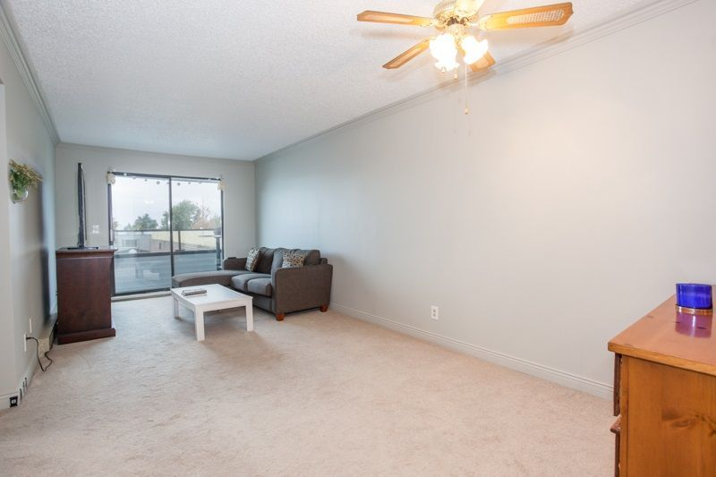 """Photo 13: Photos: 305 1341 GEORGE Street: White Rock Condo for sale in """"OCEANVIEW"""" (South Surrey White Rock)  : MLS®# R2215870"""