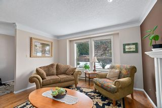 Photo 4: 3820 Cardie Crt in : SW Strawberry Vale House for sale (Saanich West)  : MLS®# 865975