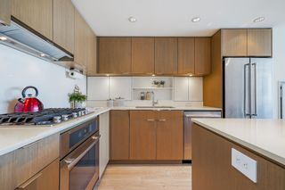 """Photo 6: 1510 111 E 1ST Avenue in Vancouver: Mount Pleasant VE Condo for sale in """"BLOCK 100"""" (Vancouver East)  : MLS®# R2601841"""
