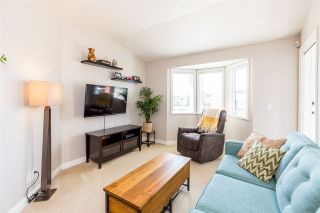 Photo 3: 307 19774 56 Avenue in Langley: Langley City Condo for sale : MLS®# R2437992