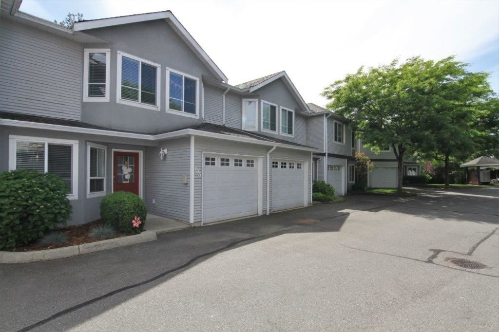 Main Photo: 105 22950 116 AVENUE in Maple Ridge: East Central Townhouse for sale : MLS®# R2377323