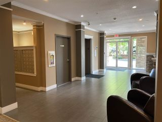 """Photo 8: 402 2068 SANDALWOOD Crescent in Abbotsford: Central Abbotsford Condo for sale in """"The Sterling 2"""" : MLS®# R2469396"""