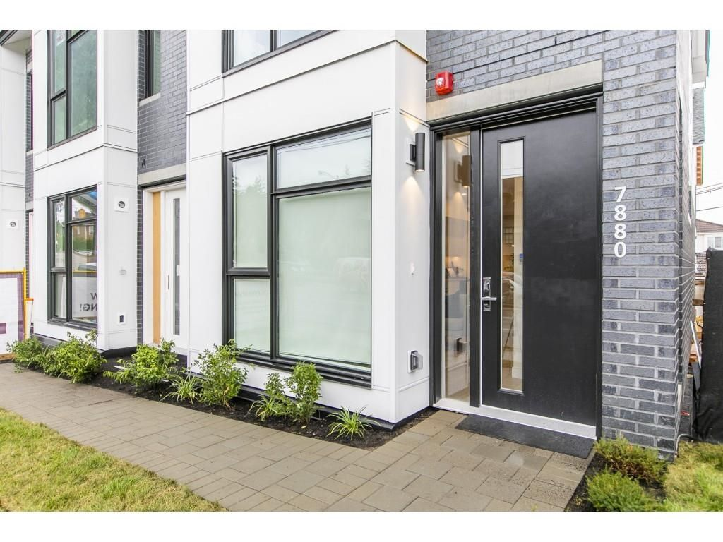 """Main Photo: 7870 OAK Street in Vancouver: Marpole Townhouse for sale in """"THE OAK"""" (Vancouver West)  : MLS®# R2612310"""