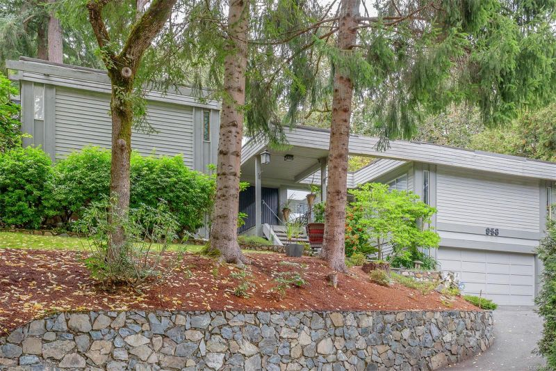FEATURED LISTING: 958 Royal Oak Dr