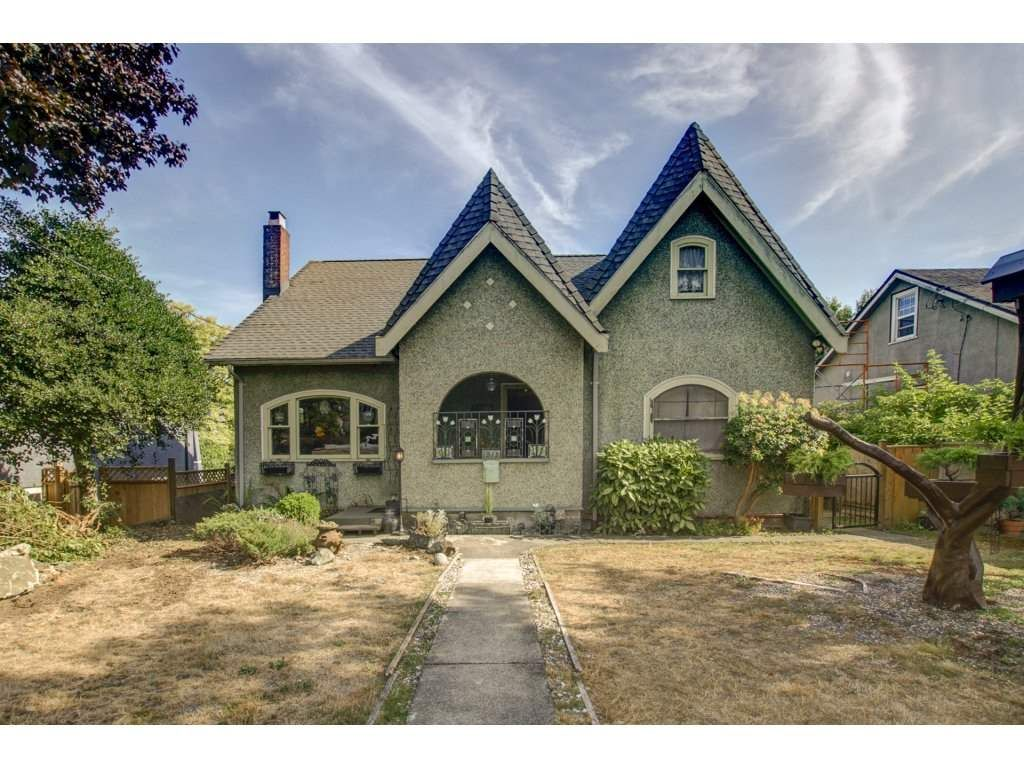 Main Photo: 1512 EDINBURGH Street in New Westminster: West End NW House for sale : MLS®# R2301912