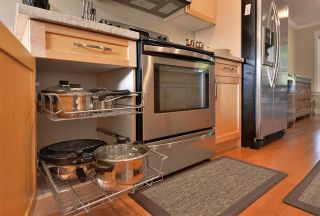 """Photo 10: 111 518 SHAW Road in Gibsons: Gibsons & Area Condo for sale in """"Cedar Gardens"""" (Sunshine Coast)  : MLS®# R2538487"""