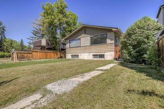 Photo 3: 736 56 Avenue SW in Calgary: Windsor Park Semi Detached for sale : MLS®# A1109274