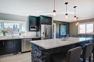 Photo 5: 204 MAPLE COURT Crescent SE in Calgary: Maple Ridge Detached for sale : MLS®# A1152517