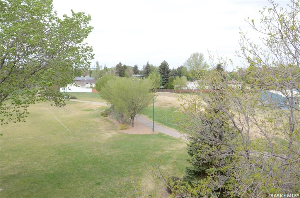 Main Photo: 402 529 X Avenue South in Saskatoon: Meadowgreen Residential for sale : MLS®# SK856273