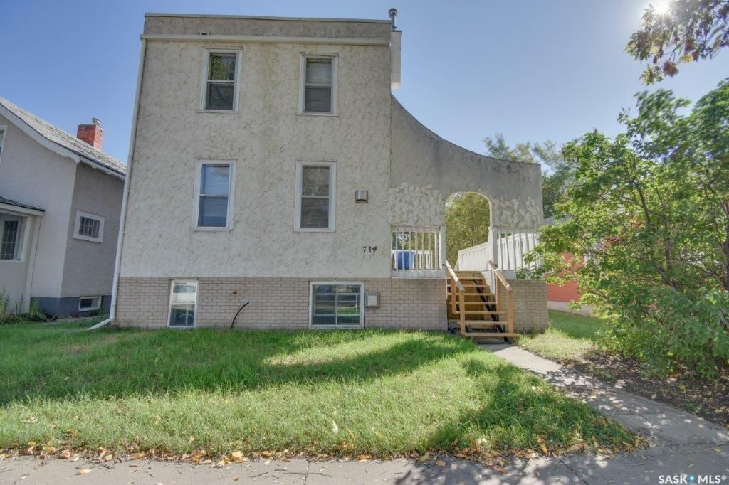 Main Photo: 714 3rd Avenue North in Saskatoon: City Park Residential for sale : MLS®# SK870579