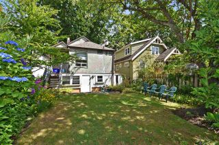 Photo 3: 2212 E 3RD Avenue in Vancouver: Grandview VE House for sale (Vancouver East)  : MLS®# R2291647