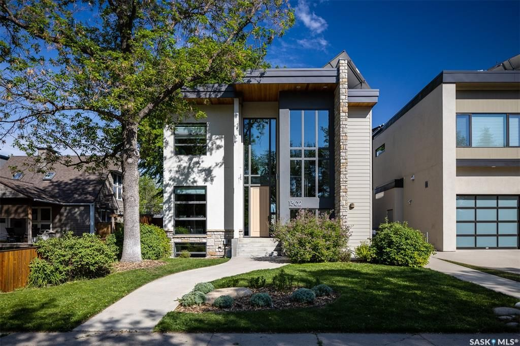 Main Photo: 1302 Empress Avenue in Saskatoon: North Park Residential for sale : MLS®# SK858754