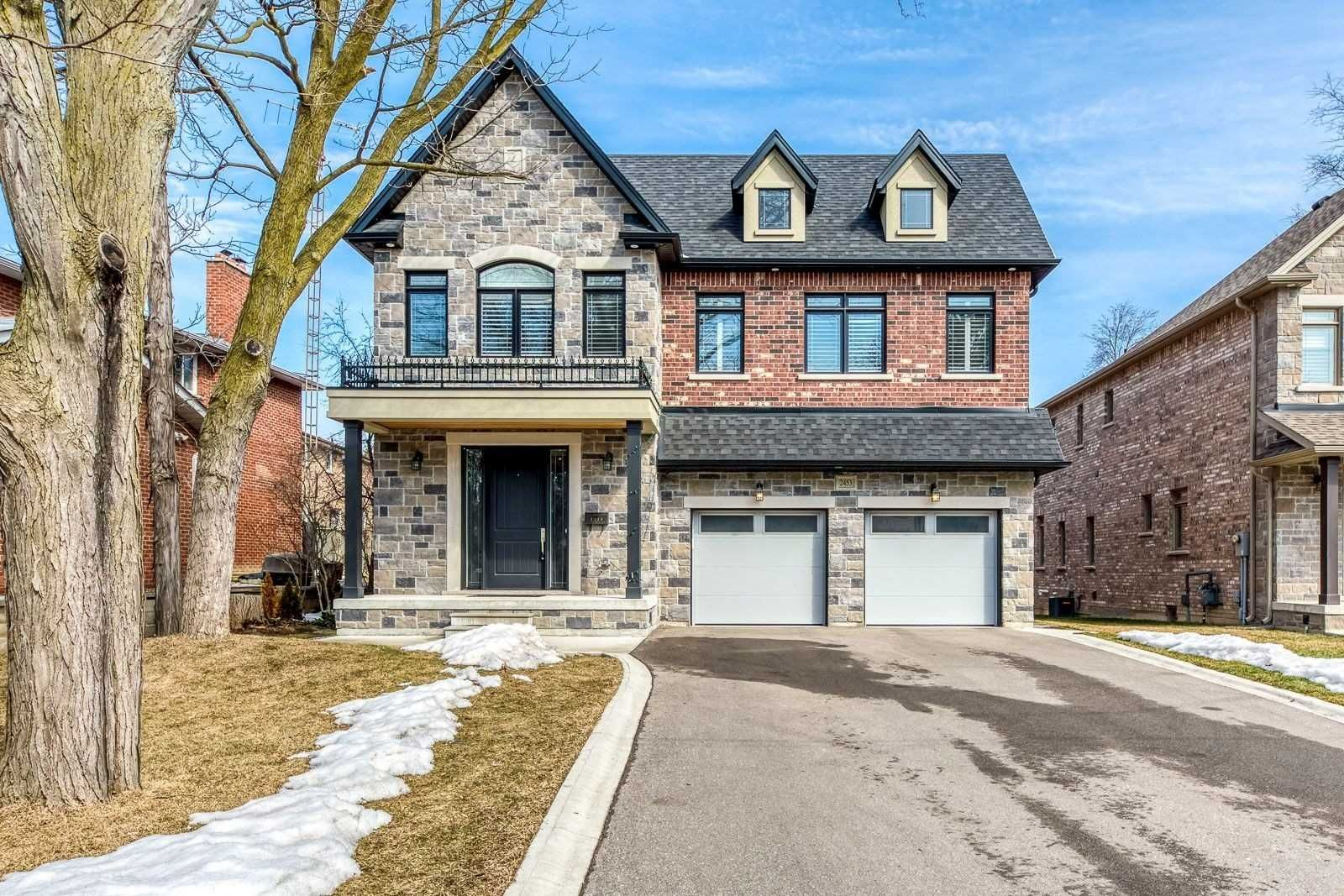 Main Photo: 2453 Old Carriage Road in Mississauga: Erindale House (2-Storey) for sale : MLS®# W5142877