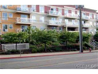 Main Photo: 105 1371 Hillside Ave in VICTORIA: Vi Oaklands Condo for sale (Victoria)  : MLS®# 315645