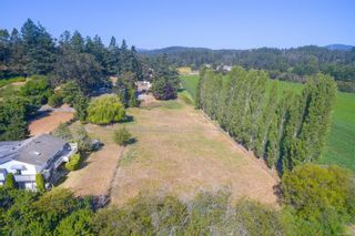Photo 3: 1330 Roy Rd in : SW Interurban House for sale (Saanich West)  : MLS®# 865839