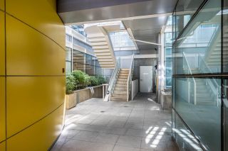 """Photo 2: 2 1650 W 1ST Avenue in Vancouver: False Creek Townhouse for sale in """"THE ELLIS FOSTER BUILDING"""" (Vancouver West)  : MLS®# R2062356"""