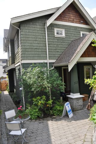 Photo 12: 223 E 17TH Street in North Vancouver: Central Lonsdale 1/2 Duplex for sale : MLS®# V891734