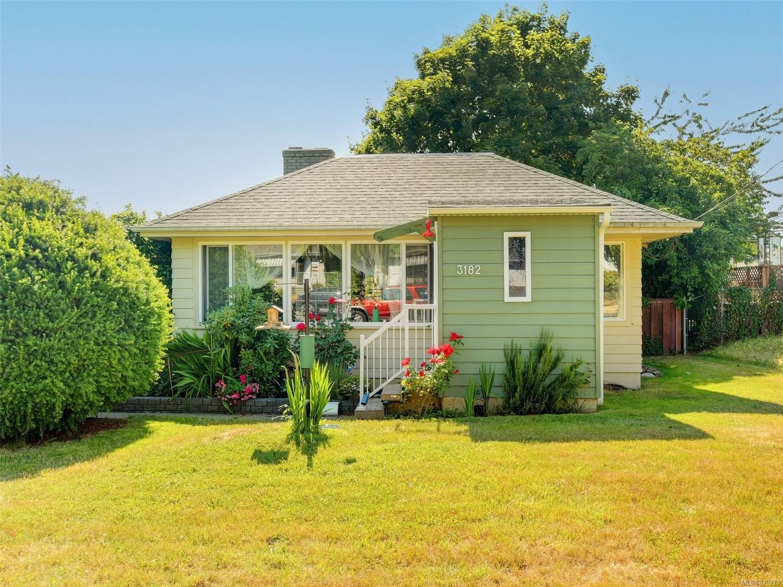 Main Photo: 3182 Rutledge St in Victoria: Vi Mayfair House for sale : MLS®# 879270