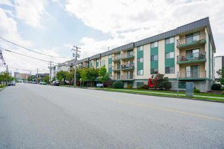 """Photo 1: 104 45744 SPADINA Avenue in Chilliwack: Chilliwack W Young-Well Condo for sale in """"Applewood Court"""" : MLS®# R2576497"""