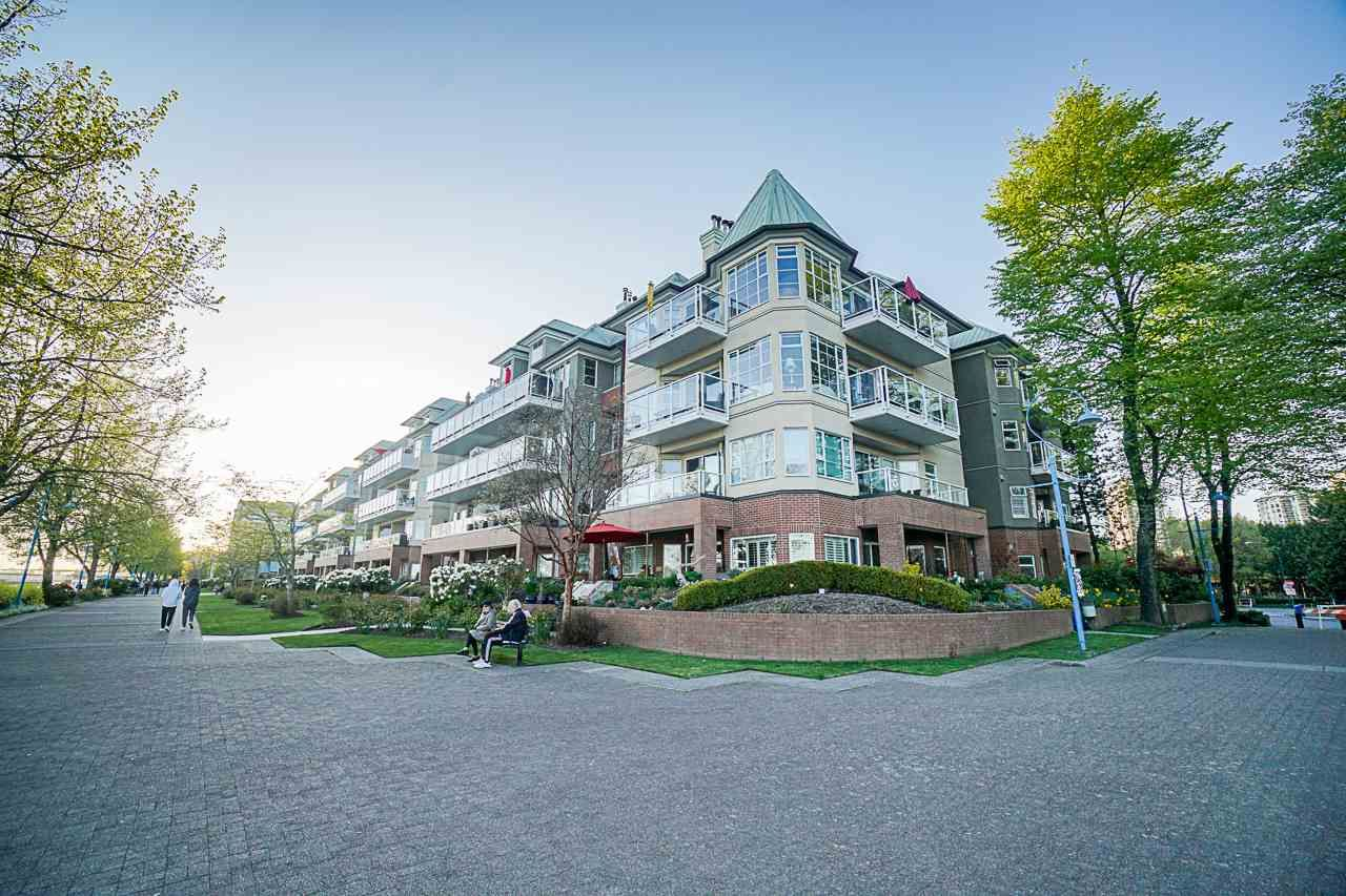 Main Photo: 218 12 K DE K Court in New Westminster: Quay Condo for sale : MLS®# R2571557