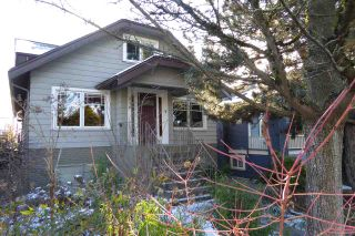 Photo 1: 2570 DUNDAS Street in Vancouver: Hastings East House for sale (Vancouver East)  : MLS®# R2241909