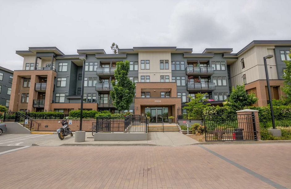 """Main Photo: 209 20058 FRASER Highway in Langley: Langley City Condo for sale in """"VARSITY"""" : MLS®# R2214438"""