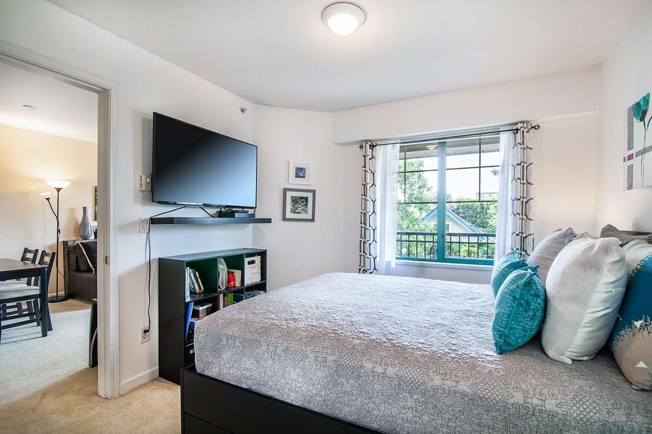 """Photo 13: Photos: 409 929 W 16TH Avenue in Vancouver: Fairview VW Condo for sale in """"OAKVIEW GARDENS"""" (Vancouver West)  : MLS®# R2189624"""