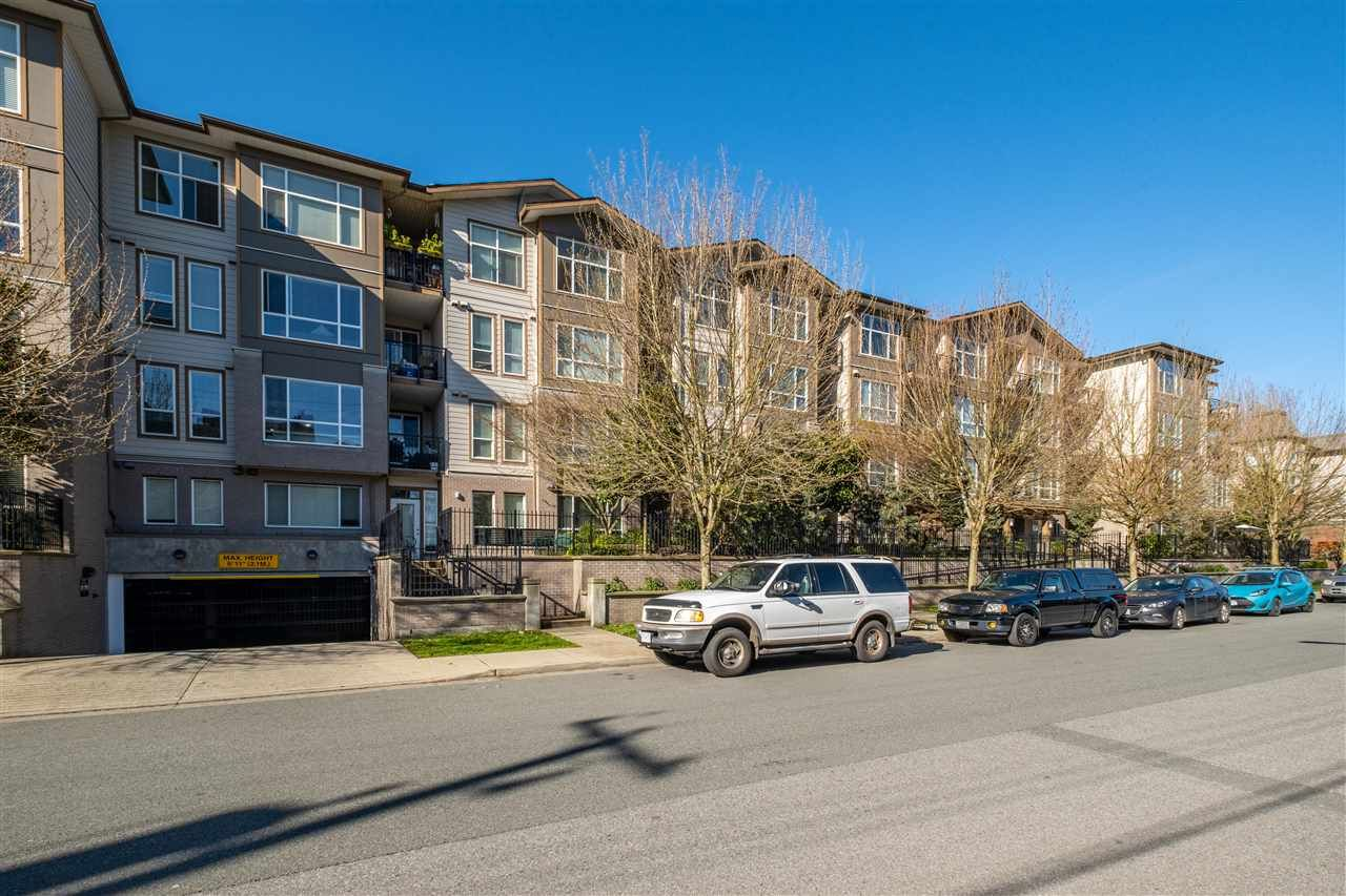 "Main Photo: 207 2343 ATKINS Avenue in Port Coquitlam: Central Pt Coquitlam Condo for sale in ""PEARL"" : MLS®# R2571345"