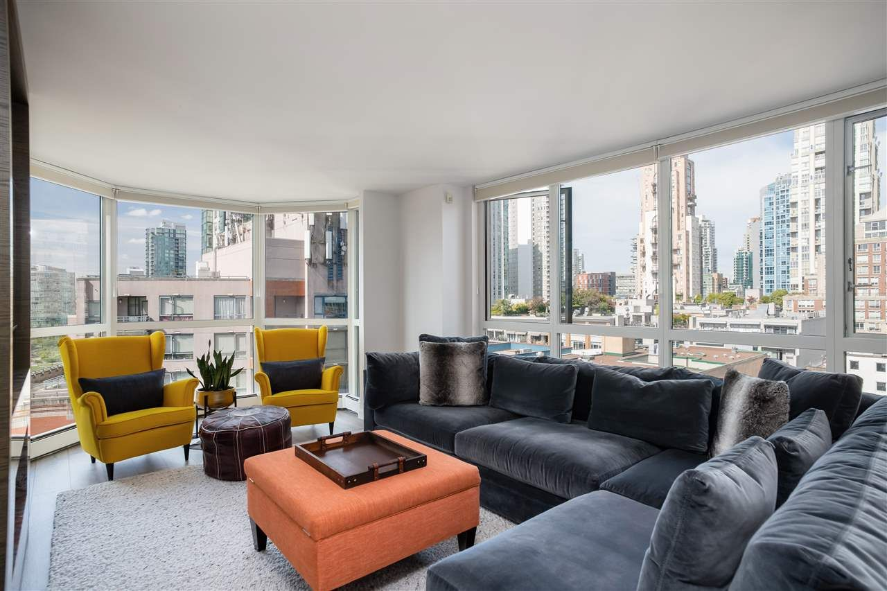 "Main Photo: 1005 212 DAVIE Street in Vancouver: Yaletown Condo for sale in ""Parkview Gardens"" (Vancouver West)  : MLS®# R2527246"
