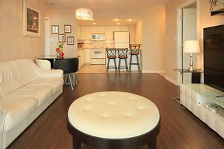 """Photo 4: 1704 615 HAMILTON Street in New Westminster: Uptown NW Condo for sale in """"THE UPTOWN"""" : MLS®# R2136770"""