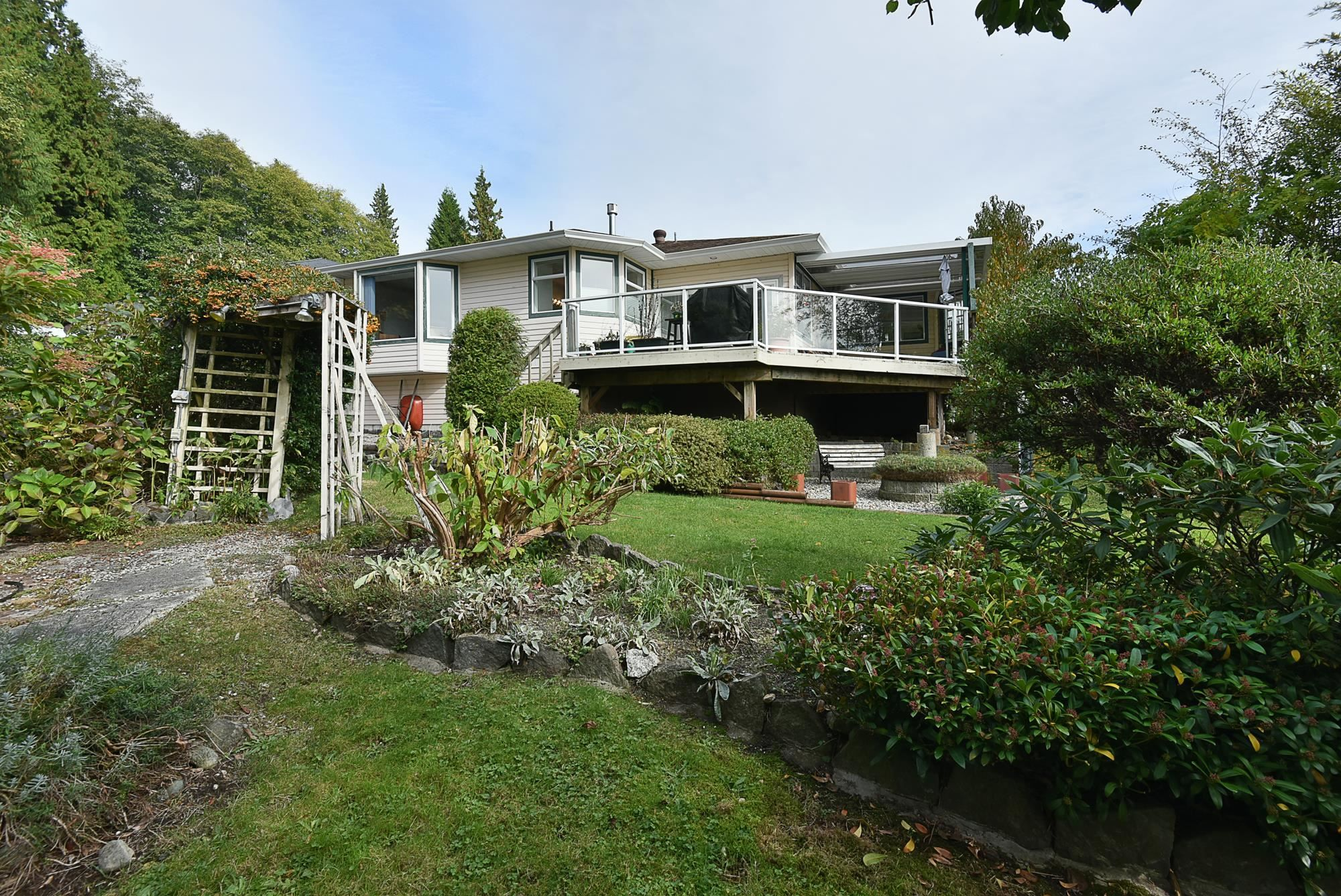 """Main Photo: 491 OCEAN VIEW Drive in Gibsons: Gibsons & Area House for sale in """"Woodcreek Park"""" (Sunshine Coast)  : MLS®# R2624435"""