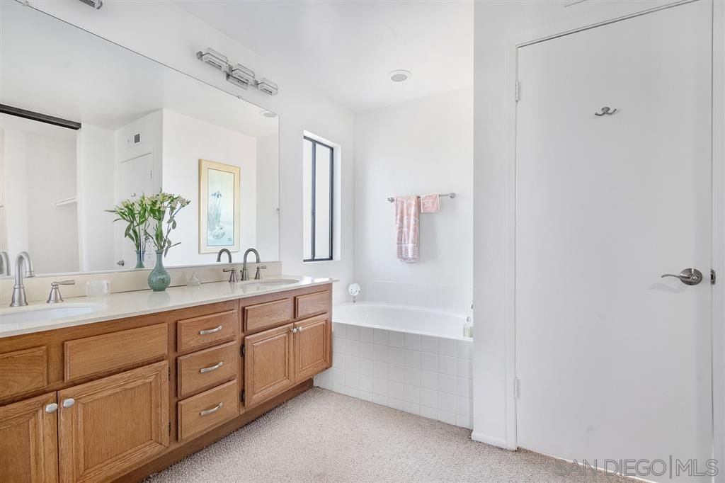 Photo 19: Photos: CARMEL VALLEY Townhouse for rent : 3 bedrooms : 3631 Fallon Circle in San Diego