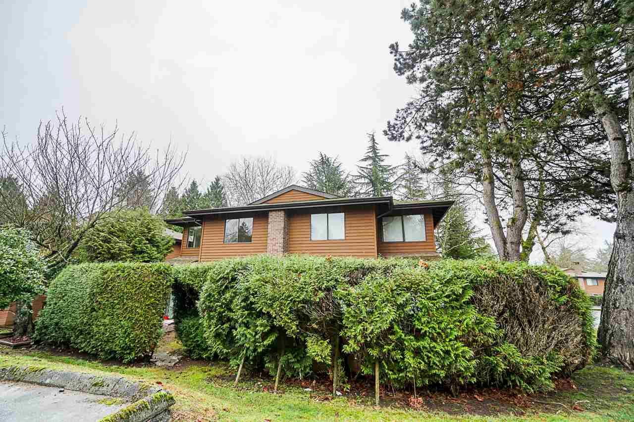 Main Photo: 322 10620 150 Street in Surrey: Guildford Townhouse for sale (North Surrey)  : MLS®# R2422717